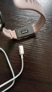 how to charge Huawei Band 6